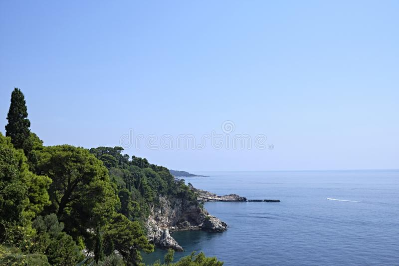 Küstenlinie in Dubrovnik, Dalmatien, Kroatien stockfoto