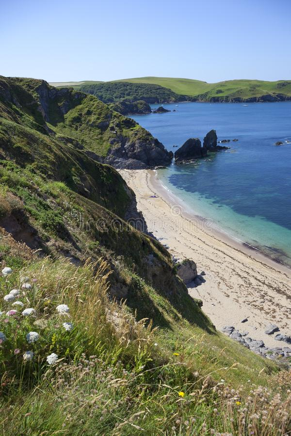 Küstenlinie durch Hoffnungs-Bucht, Devon, England lizenzfreies stockbild