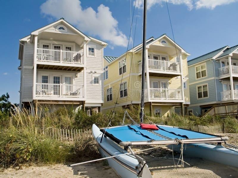 Küstenlinie-Häuser stockbilder