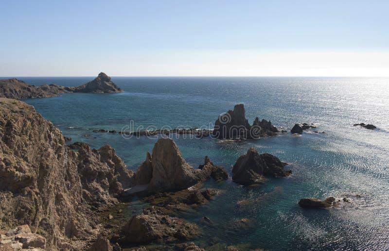 Küstenlinie nahe Cabo De Gata lizenzfreies stockfoto