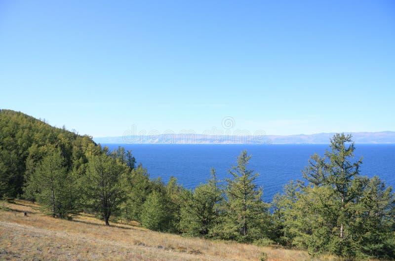 Küstenlinie von Baikal See lizenzfreie stockbilder