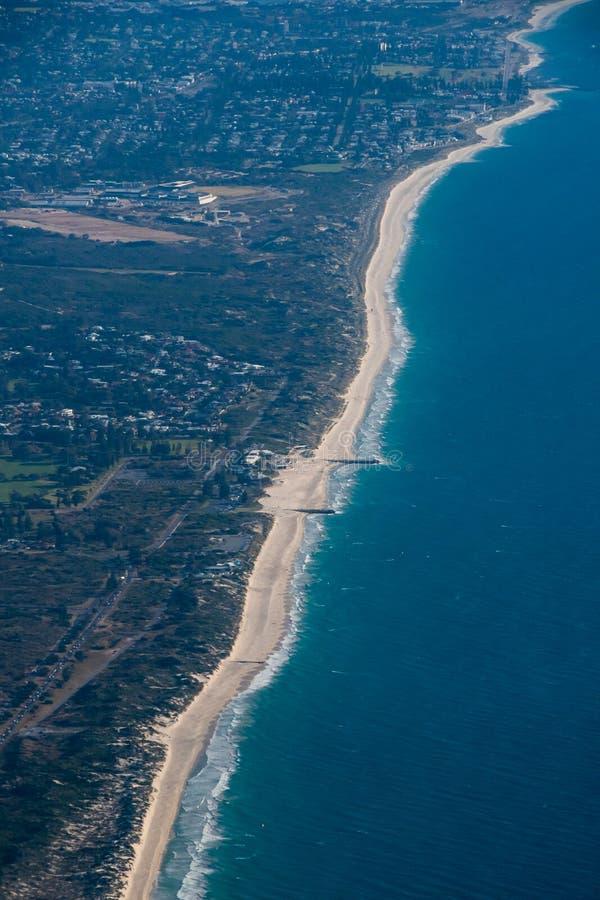 Küstenlinie in West-Australien nahe bei Perth in dem Indischen Ozean stockbild