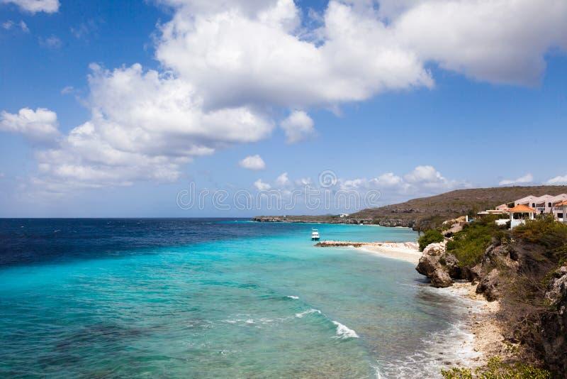 Küstenlinien-Ansichten um Curaçao-Karibikinsel lizenzfreie stockfotos