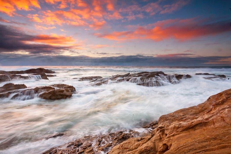 Küstensonnenaufgang Bermagui lizenzfreie stockbilder
