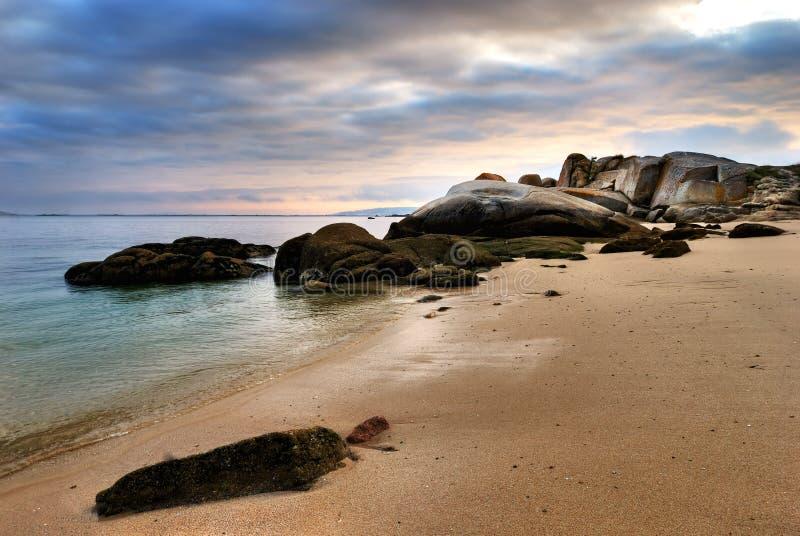 Küstensonnenuntergang auf Atlantik lizenzfreies stockbild