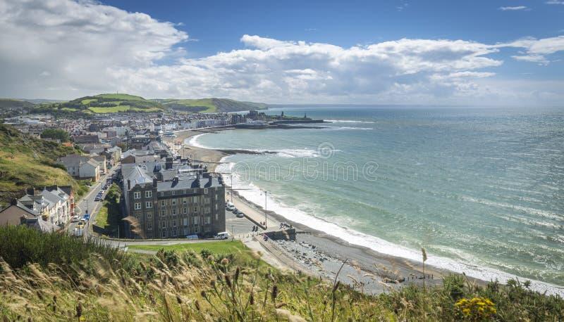 Küstenstadt von Aberystwyth bei hellem Sunny Day lizenzfreie stockbilder