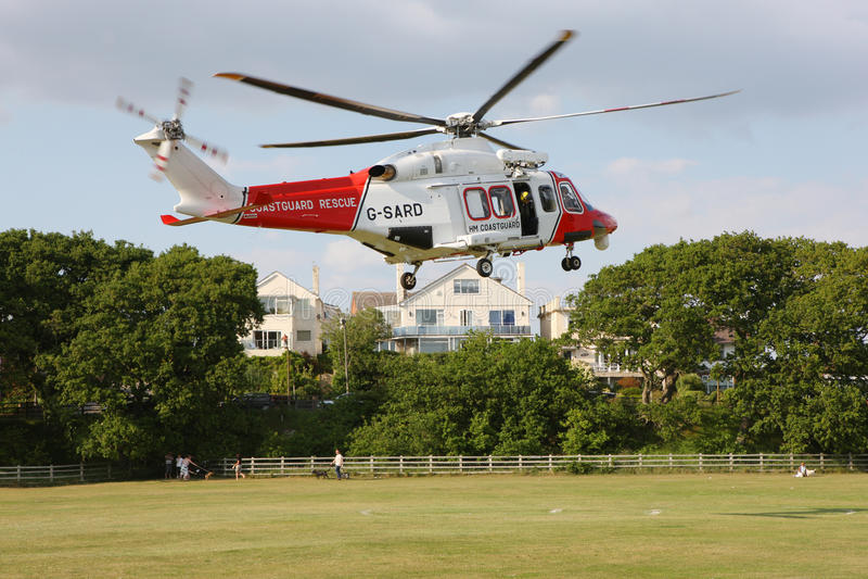 Küstenwache-Hubschrauber-Landung stockbilder