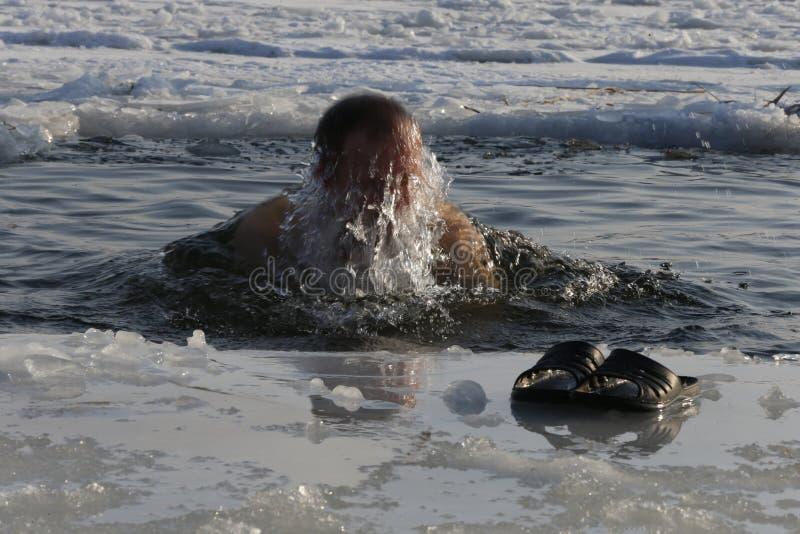 Kąpać się w lodowej wodzie zdjęcie stock
