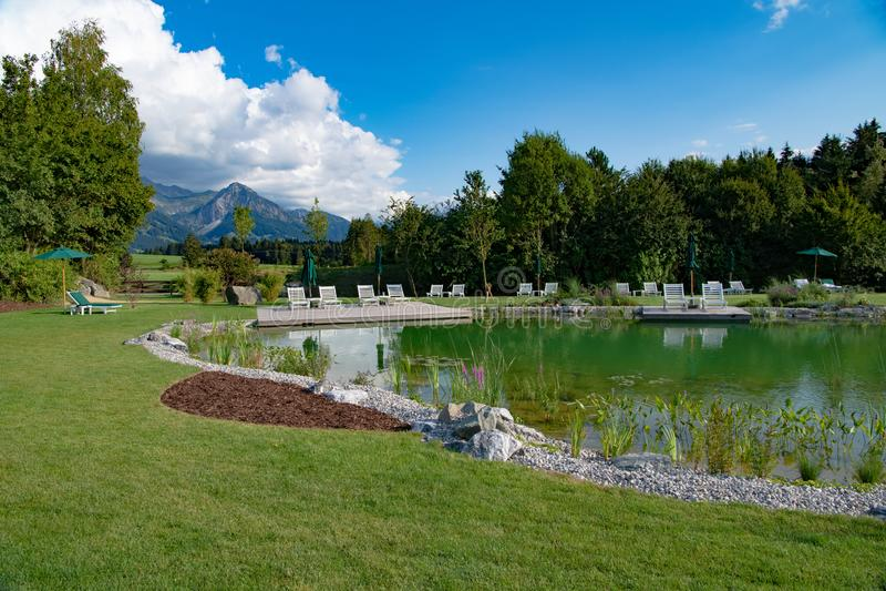 Kąpanie jezioro hotel Sonnenalp i kurort, Allgau, Bavaria, Niemcy obraz stock