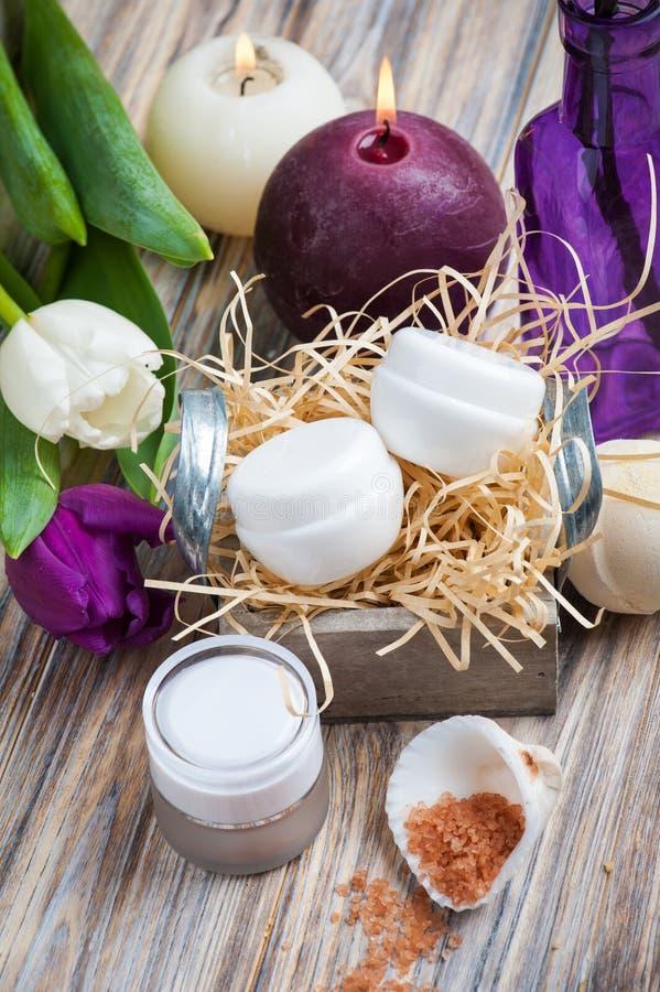 Kąpielowa sól i zdrojów produkty zdjęcie stock