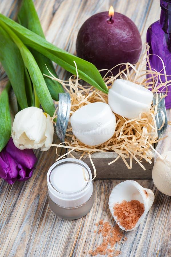 Kąpielowa sól i zdrojów produkty zdjęcia royalty free