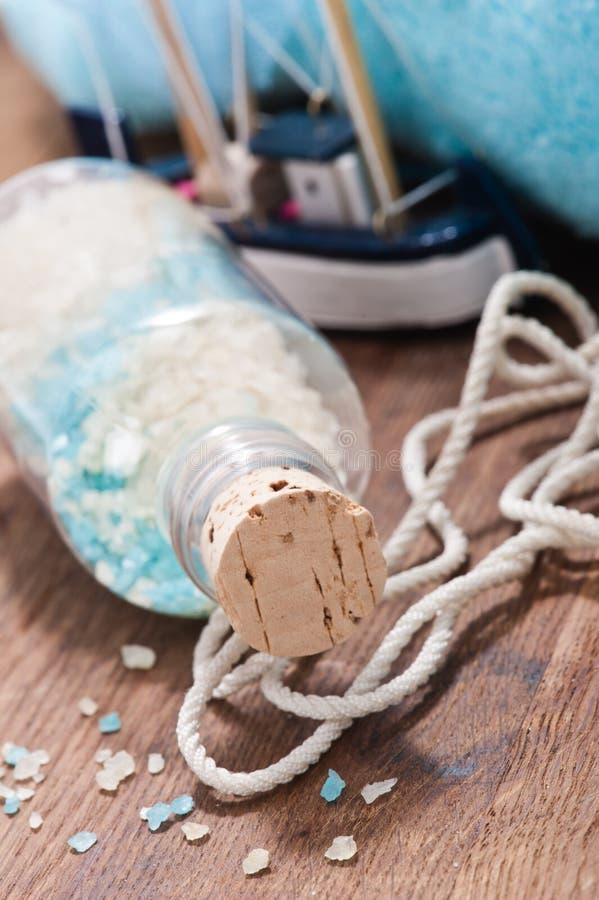 Kąpielowej soli mieszanka i nautyczna dekoracja fotografia stock