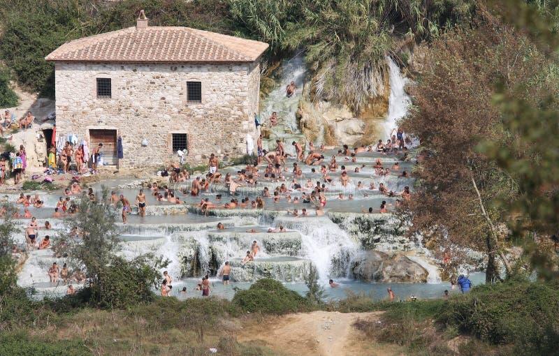 Kąpielowicze w Terme Di Saturnia, Tuscany, Włochy obraz royalty free