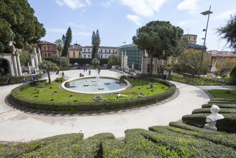Kąpielowy łabędź (fontanna) Giardino Bellini, Catania, Sicily Włochy obraz royalty free