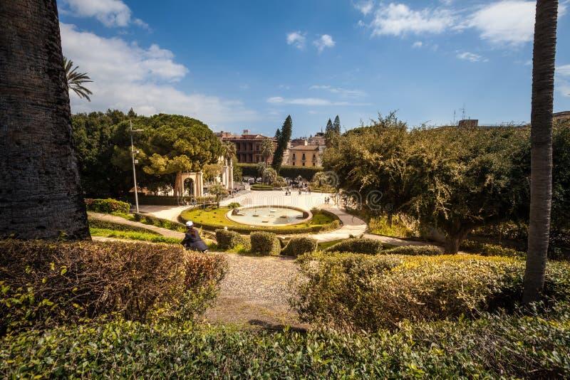 Kąpielowy łabędź (fontanna) Giardino Bellini, Catania, Sicily Włochy zdjęcie royalty free