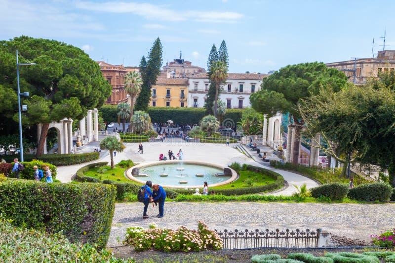 Kąpielowy łabędź (fontanna) Giardino Bellini, Catania, Sicily Włochy obrazy stock