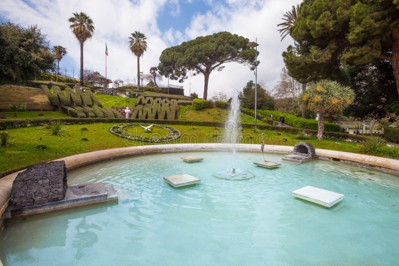 Kąpielowy łabędź (fontanna) Giardino Bellini, Catania, Sicily Włochy obrazy royalty free