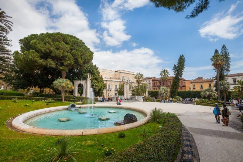 Kąpielowy łabędź (fontanna) Giardino Bellini, Catania, Sicily Włochy fotografia royalty free