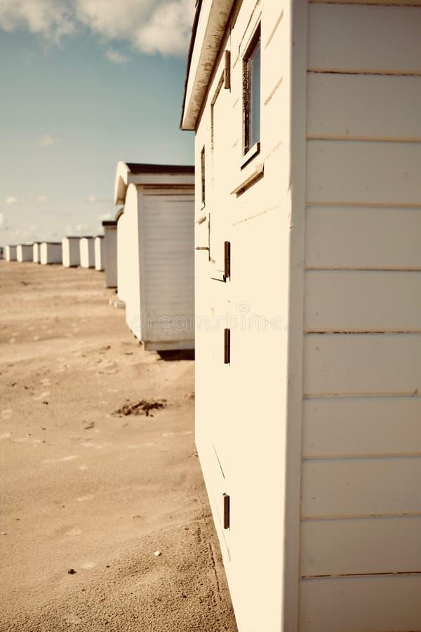 Kąpielowy dom przy plażą obraz stock