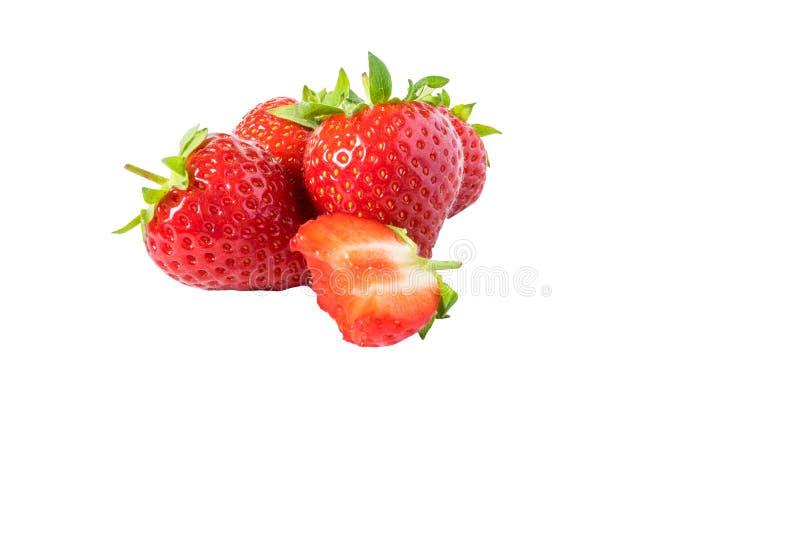 Kąsek czerwona truskawka na białym tle zdjęcia royalty free