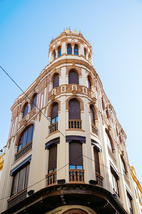 Kąt typowy stary dom w Seville, Hiszpania obrazy royalty free