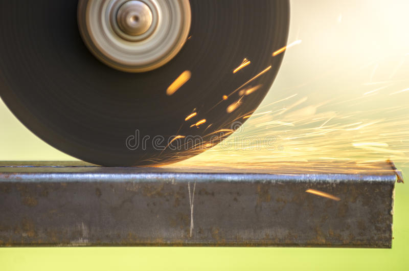 Kąta ostrzarza tnący metal obrazy stock