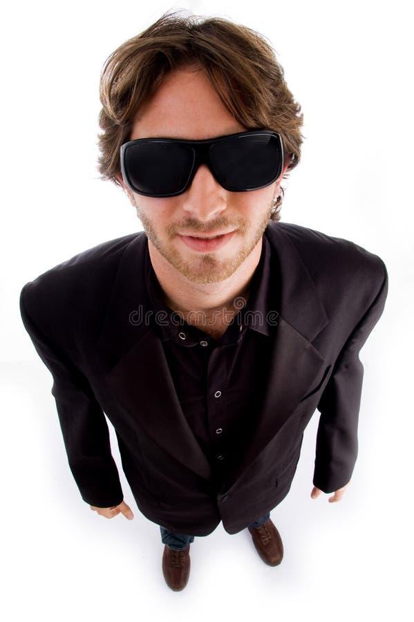kąta wysoki mężczyzna okularów przeciwsłoneczne widok obrazy stock