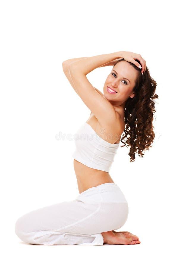 kędzierzawego włosy urocza kobieta zdjęcia royalty free