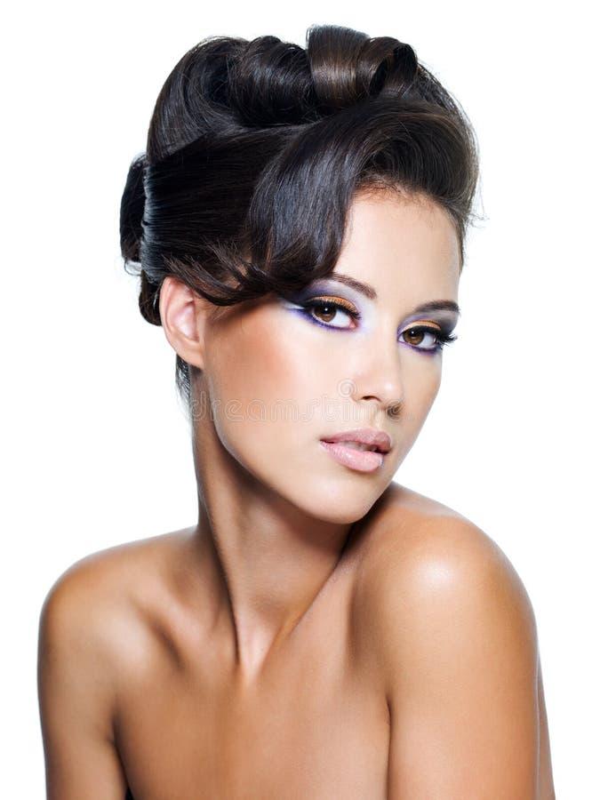 kędzierzawej splendoru fryzury nowożytna kobieta zdjęcia royalty free