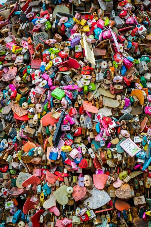 Kędziorki miłość, miłości Kluczowa ceremonia przy N Seul wierza zdjęcie stock