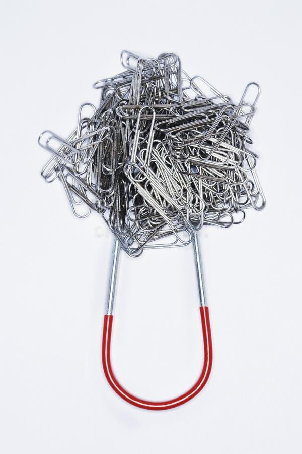 Kępa paperclips dołączający podkowa magnes fotografia royalty free
