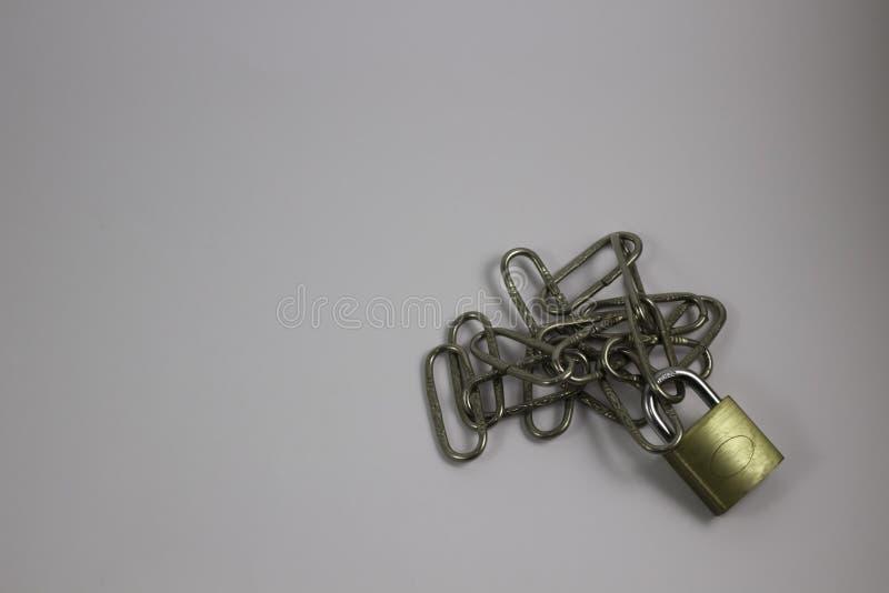 Kłódka z niektóre łańcuchy zdjęcia stock