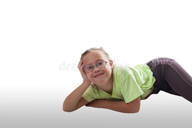 Download Kłamać Horizontally Dziewczyny Z Szkłami W Szarych Cajgach Zdjęcie Stock - Obraz złożonej z wyrażenie, piękny: 57650786