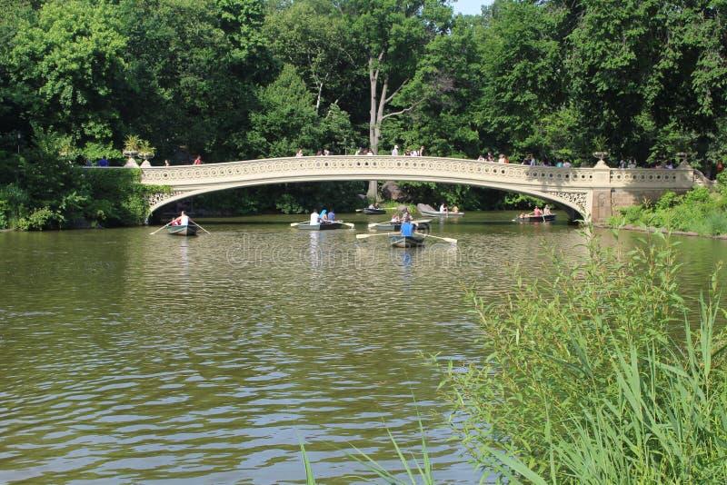 Kłania się most romantyczny most w central park Nowy Jork zdjęcia royalty free