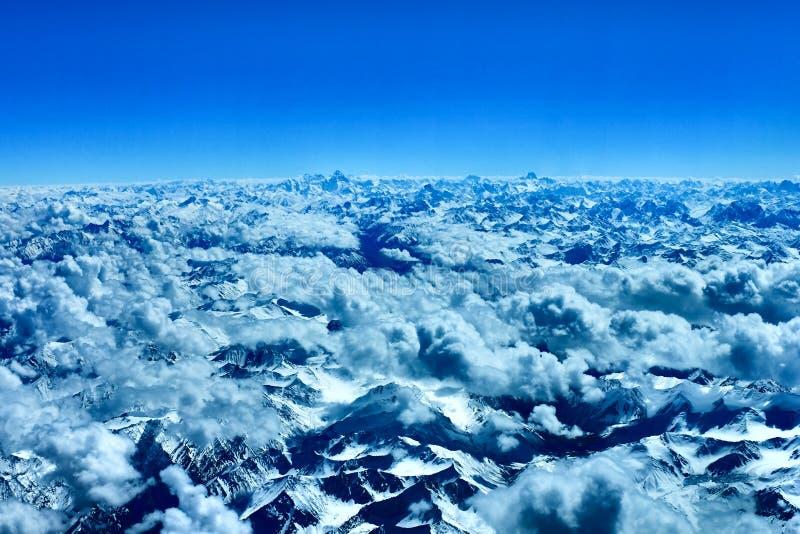 K2, вторая самая высокая гора в мире стоковое изображение