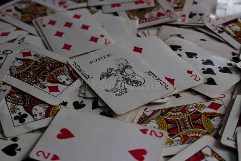 K?ama? karty z wybran? kart? na wierzcho?ku jako joker dama obrazy stock