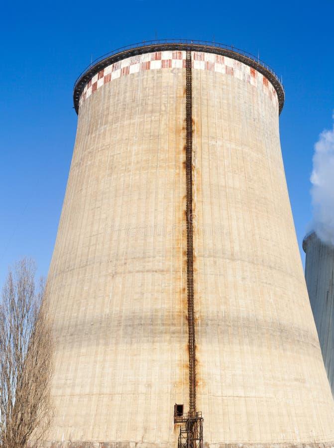 K?hlturm der Triebwerkanlage stockfotografie