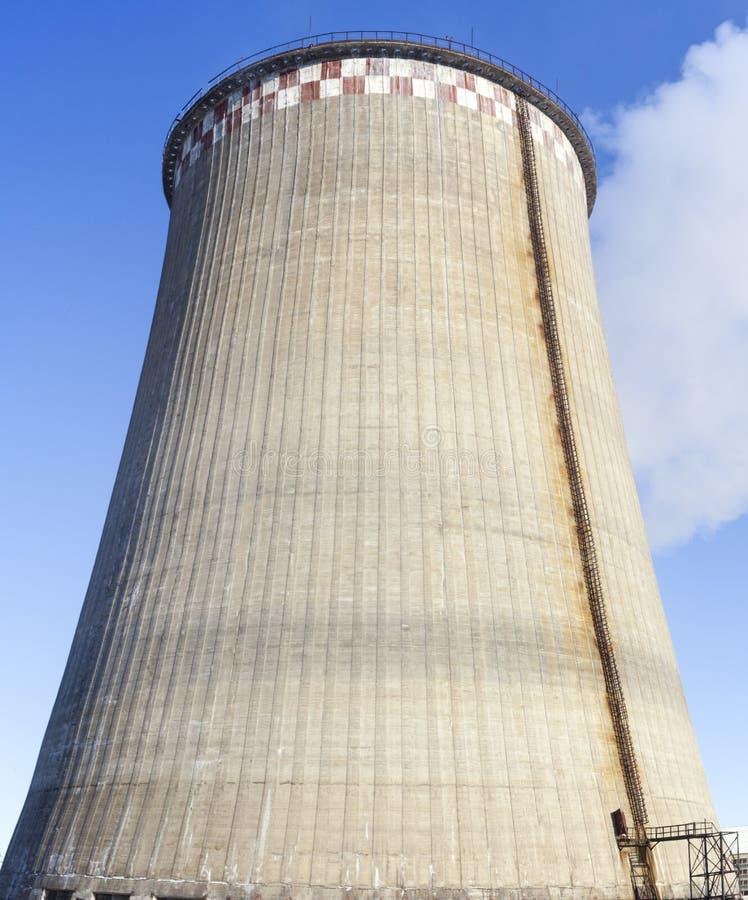 K?hlturm der Triebwerkanlage stockfotos