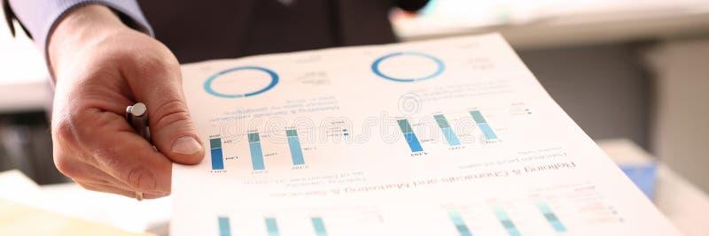 K?rperschaftssteuer Financial Advisor Calculating Corporation lizenzfreie stockbilder