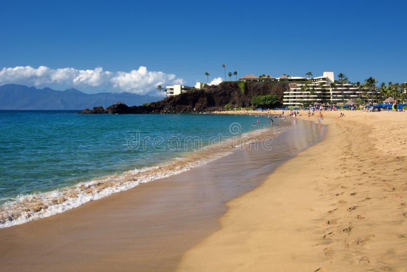 Kaanapali Wyrzucać na brzeg, czerni skała w odległości, Maui, Hawaje zdjęcie stock
