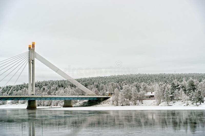 Kaars van raftsman brug in Rovaniemi royalty-vrije stock afbeeldingen