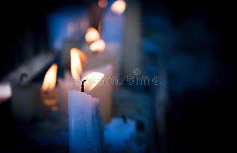 Kaarsen in de Duisternis stock fotografie