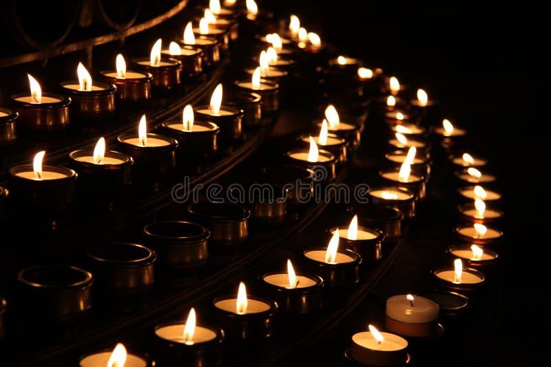 Kaarsen in de Kerk stock fotografie