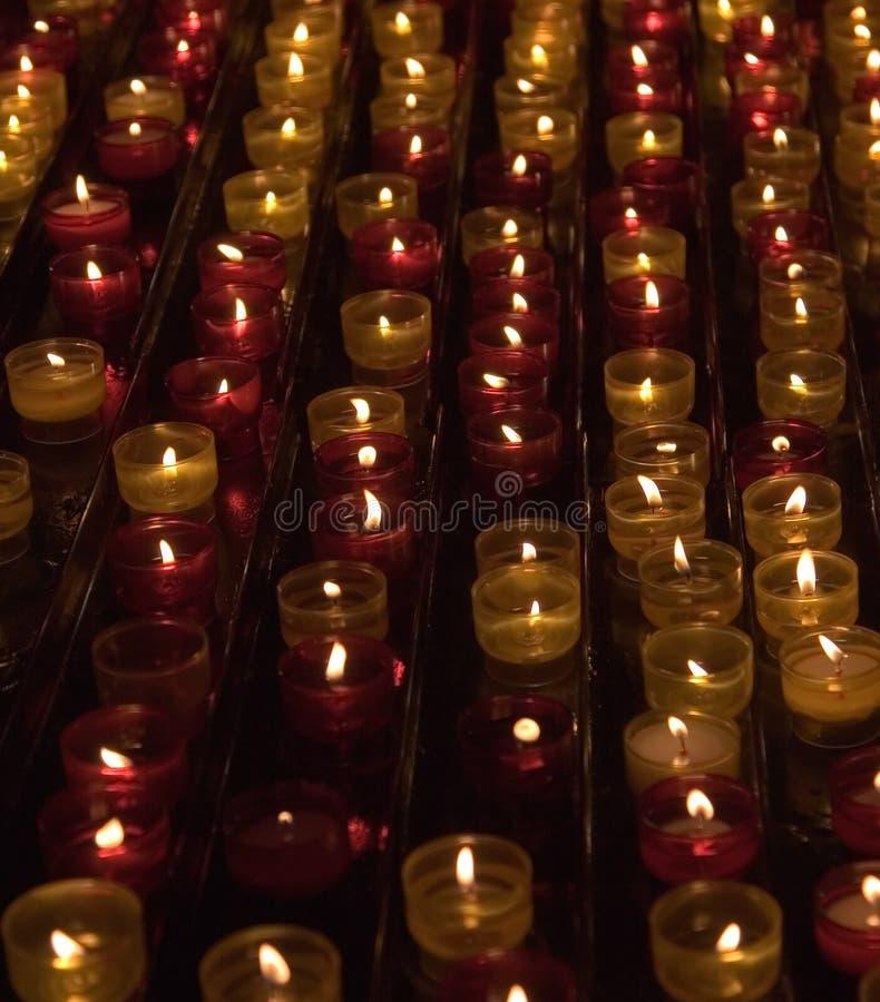 Kaarsen in geheugen over gestorven stock afbeelding