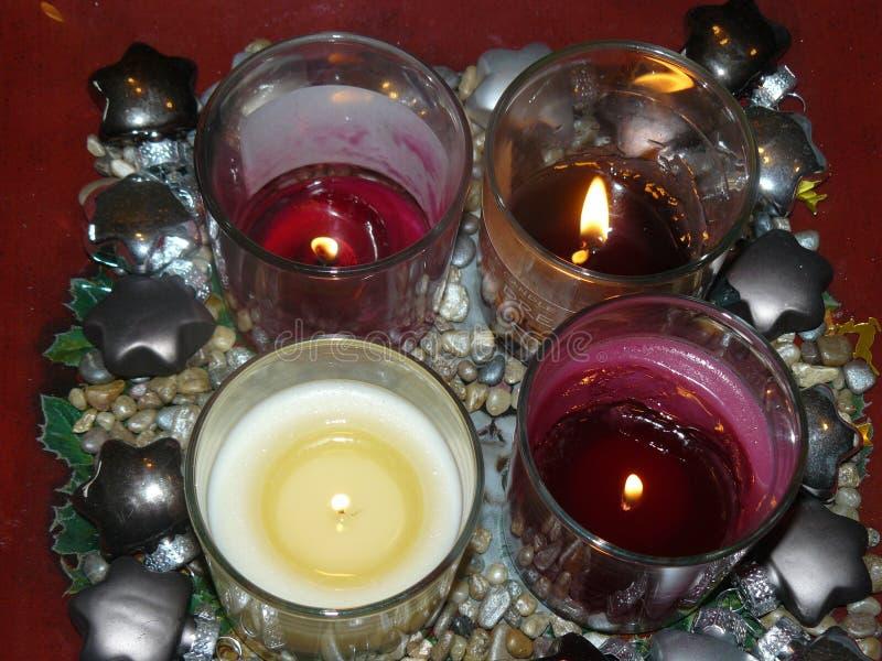 Kaarsen in Kerstmistijd stock afbeelding