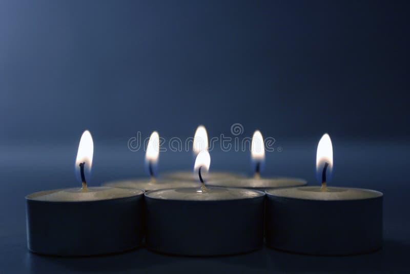 Kaarsen op blauw stock fotografie