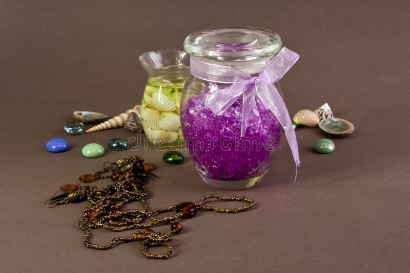 Kaarsen, shells en stenen stock fotografie