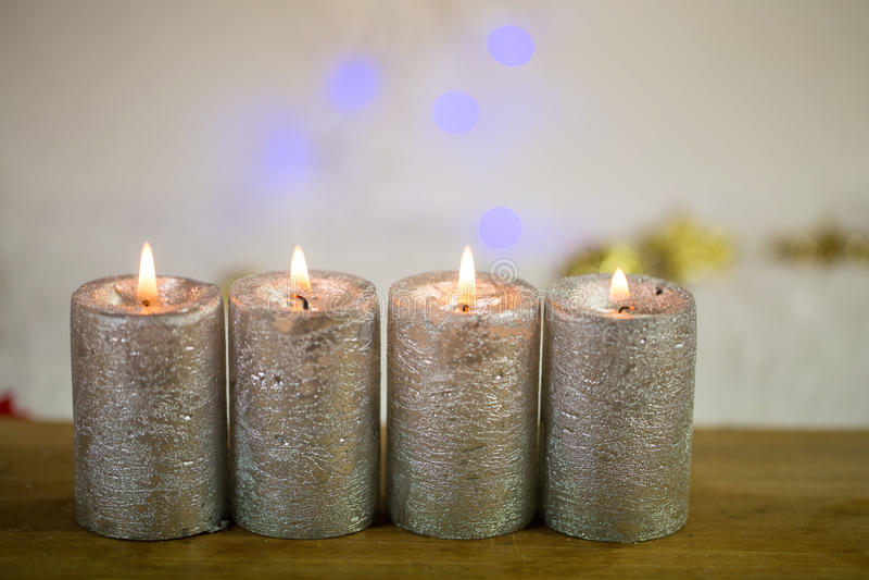 4 kaarsen voor komst, met bokeh royalty-vrije stock afbeelding
