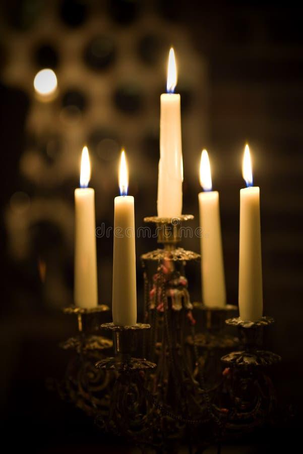 Kaarsenhouder in wijnkelder royalty-vrije stock afbeelding