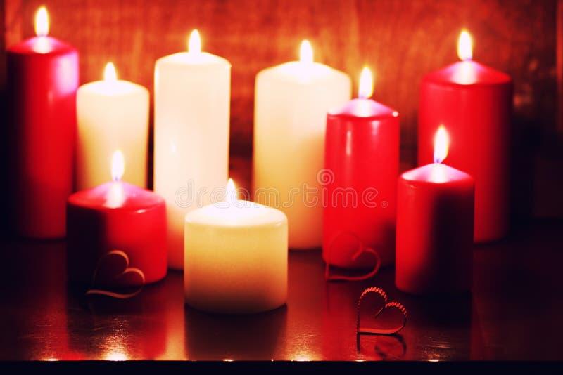 Download Kaarslicht Vastgestelde Liefde Stock Foto - Afbeelding bestaande uit kaarsen, hitte: 107707486